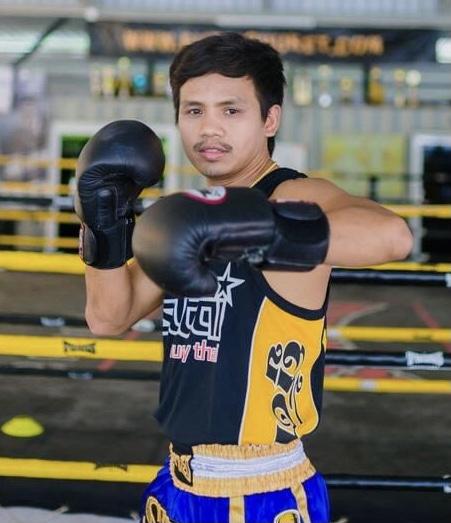thailändischer Muay Thai Trainer Noi